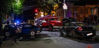 В Днепре Mitsubishi уходил от полиции, вылетел на встречку, снес BMW и перевернулся (ВИДЕО)