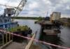 Спустя четыре дня: из-под рухнувшего под Никополем моста вытащили грузовик (ВИДЕО)