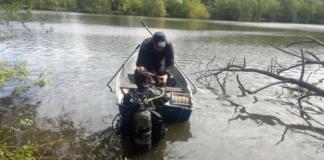 У Вінниці з дна озера дістали тіло рибалки, якого розшукували понад добу