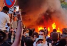 В Париже протестующие против расизма устроили пожар