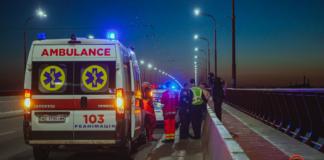 В Днепре патрульные спасли парня за минуту до прыжка с моста (ФОТО)