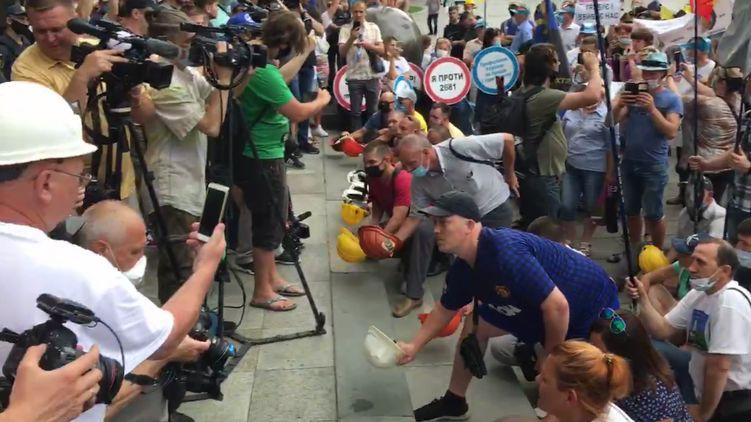 Шахтеры объявили о бессрочной акции протеста