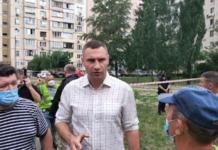 Судьба троих жильцов разрушенного дома на Позняках до сих пор неизвестна, - Кличко