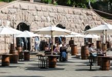 Бари й ресторани в Києві тепер можуть приймати людей у приміщеннях