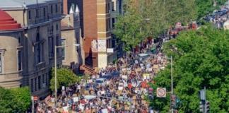 В Портленде авто на полной скорости влетело в толпу демонстрантов