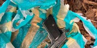 Розбирав пістолет: поліція розповіла обставини поранення «свободівця» у Миколаєві (ФОТО)