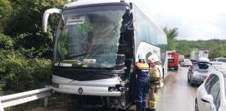 В Крыму столкнулись автобус и грузовик