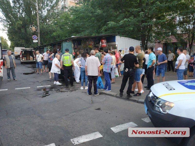 В центре Николаева посетителя кафе до полусмерти избили табуреткой по голове