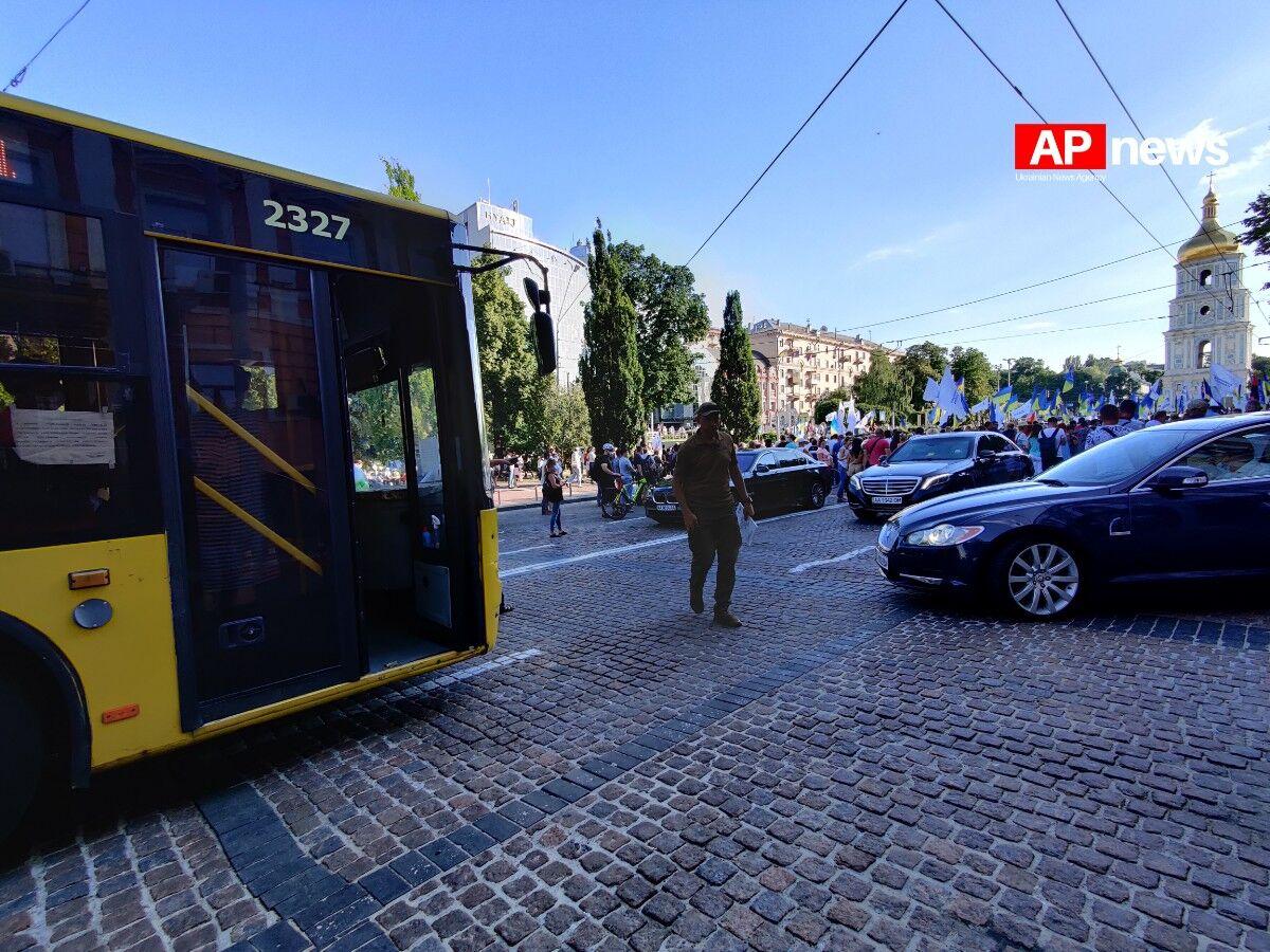 Кортеж Порошенко перекрыл центр Киева (ФОТО)