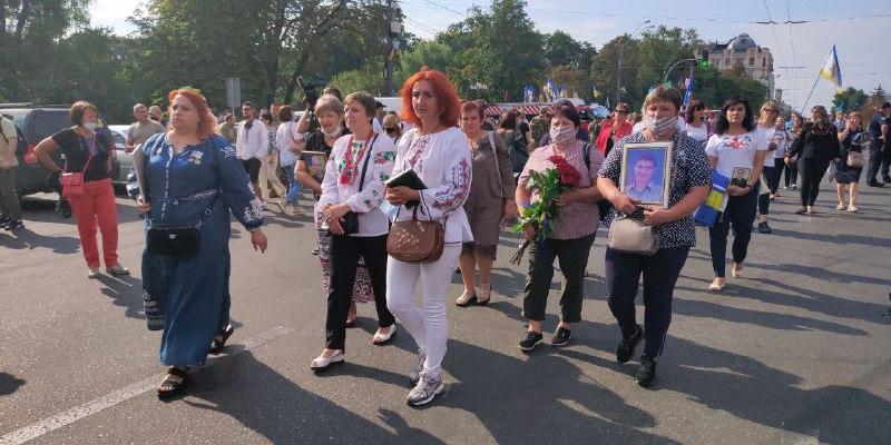"""Понад десять тисяч осіб взяли участь у """"Марші захисників"""", центр столиці перекрито"""