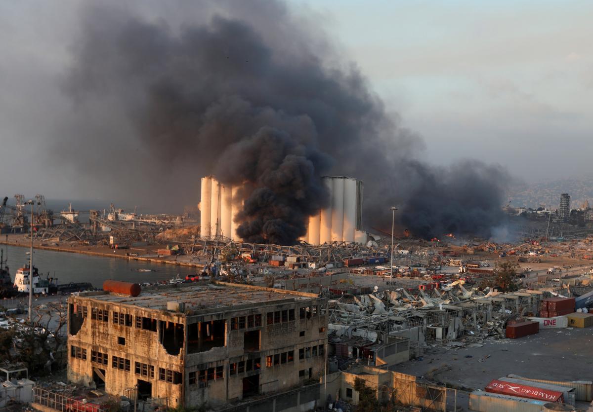 В Ливане после взрывов в столице на две недели введут режим ЧП