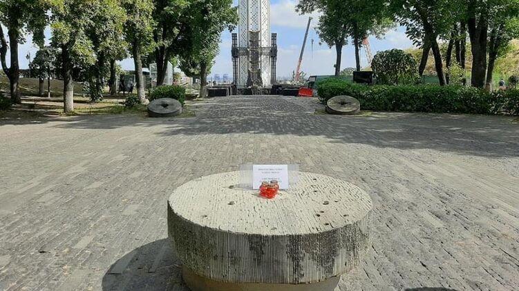 В Киеве вандалы осквернили символ памяти Голодомора (ФОТО)