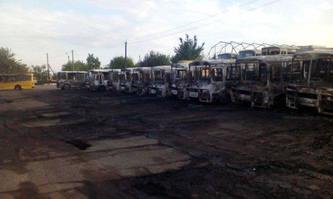 В Черкасской области ночью сожгли десяток автобусов (ФОТО)