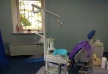 В Николаеве судили мужчину, который избил стоматолога за болезненный укол обезболивающего