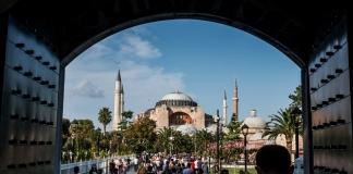 Турция ввела всеобщий масочный режим