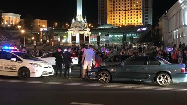 На Крещатике в Киеве женщина угодила под колеса Honda