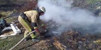 На Луганщині під час гасіння пожежі внаслідок вибуху постраждав рятувальник