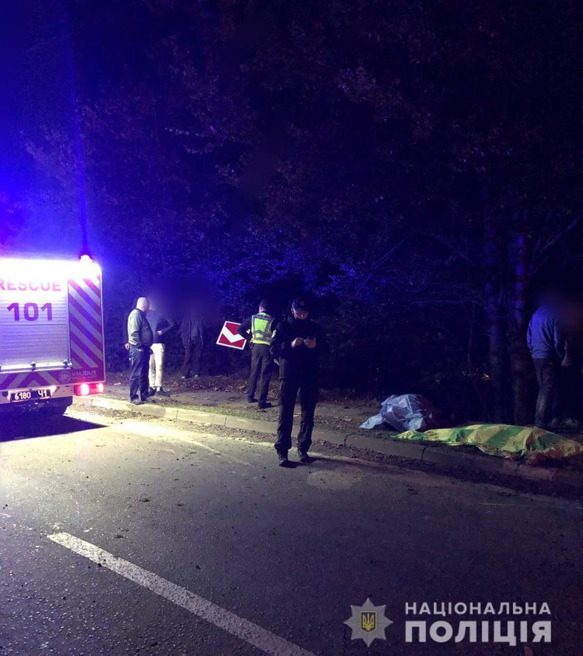 На Прикарпатье автомобиль с людьми слетел в пропасть, есть погибшие