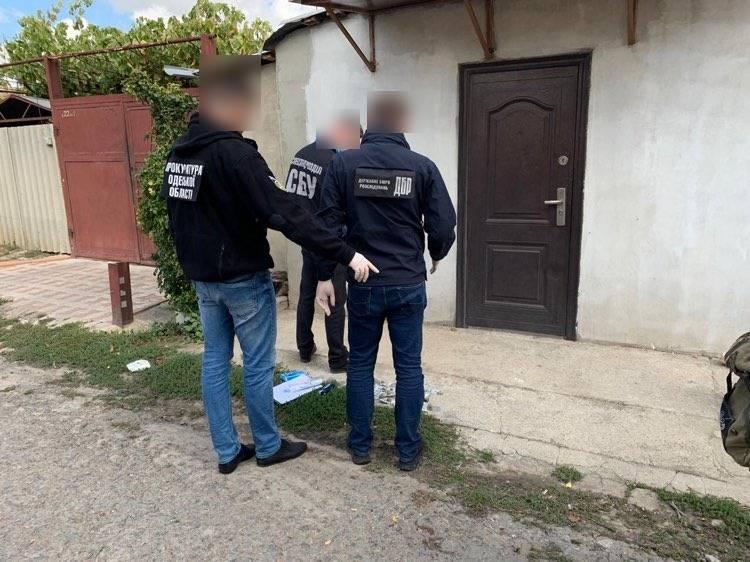 В Одесі на хабарі затримали заступника начальника виправної колонії