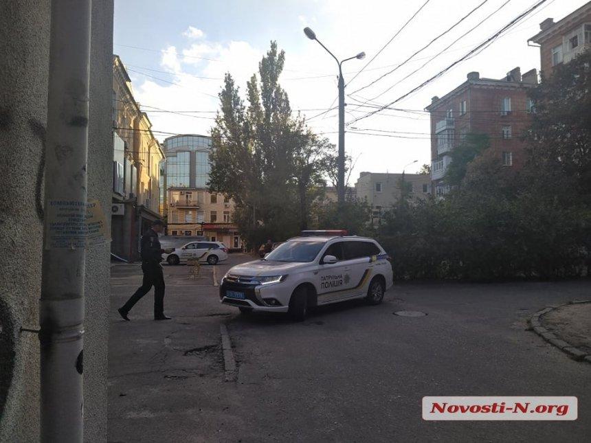 В центре Николаева мужчина с психическим расстройством полил свою квартиру бензином и обещал поджечь