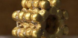 На Храмовой горе Иерусалима мальчик нашел золотые бусины, которым около трех тысяч лет