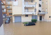 На юге Италии сильное наводнение: обрушился мост, затопило дороги (ФОТО)