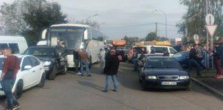 На границе Украины с Венгрией образовалась очередь из полутора сотен авто