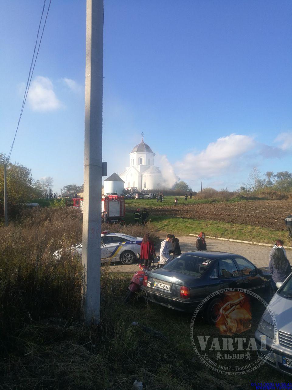 На Львівщині спалахнула старовинна церква