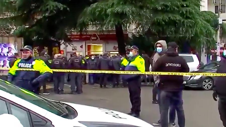В Тбилиси вооружённый человек взял в заложники девятерых человек