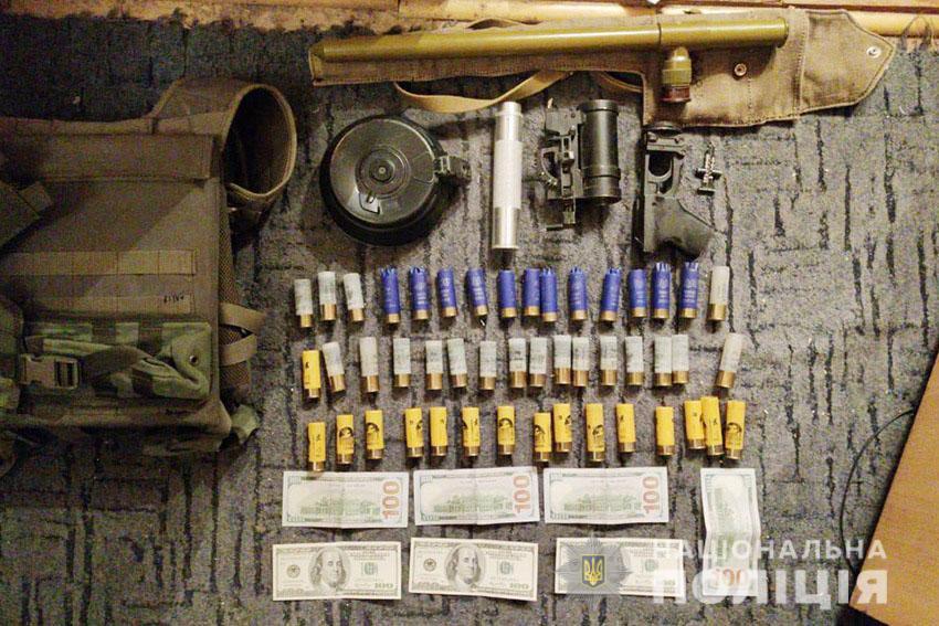 Поліція затримала українських військових, які торгували зброєю із зони ООС