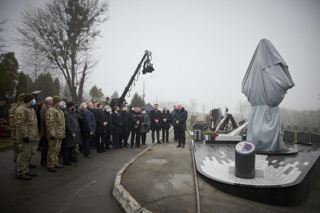 У Києві відкрили пам'ятник Леоніду Каденюку
