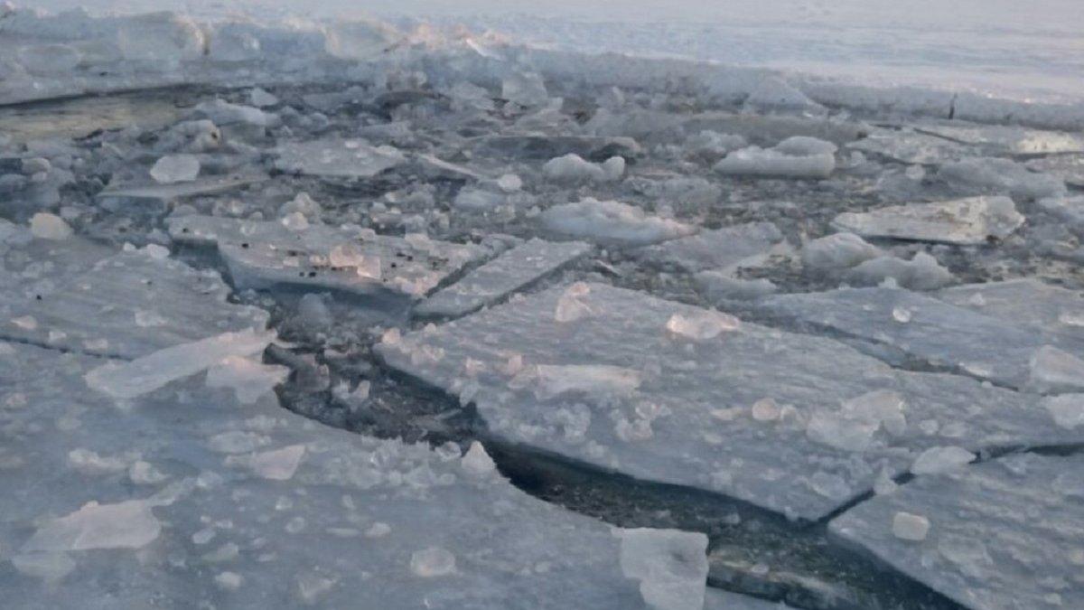 Под Черкассами провалились под лед и погибли два рыбака