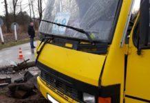 Под Львовом поезд врезался в маршрутку, есть пострадавшие