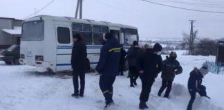 Бойцы ГСЧС в Волынской области спасли школьный автобус с детьми из снежной ловушки