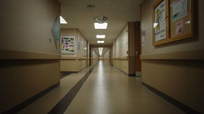 В России сняли издевательства медсестры над беспомощной пациенткой (ВИДЕО)