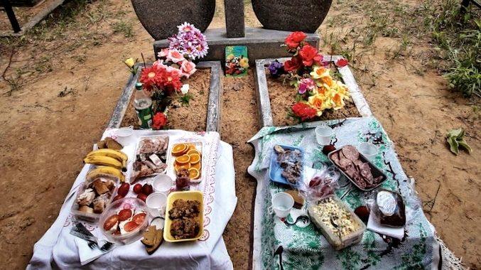 Їсти на гробах