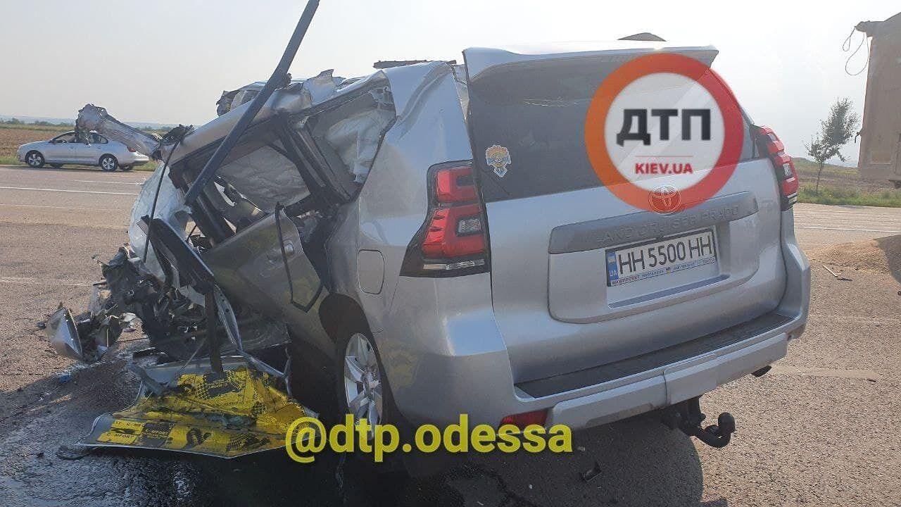 Под Одессой внедорожник столкнулся с грузовиком.