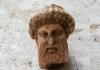 В афинской канализации обнаружили мраморную голову Гермеса